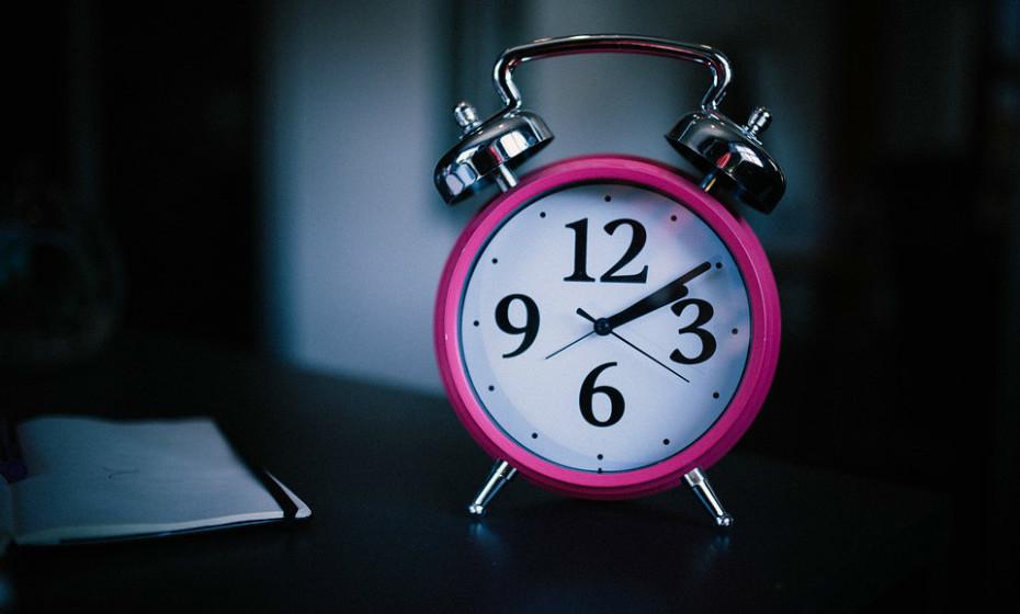 A mudança para o horário de verão pode ter um efeito prejudicial sobre os seus padrões de sono. Para melhor se adaptar a esta mudança, Nancy Rothstein, diretora do programa CIRCADIAN Corporate Sleep, nos EUA, e especialista no tema do sono, deixa uma série de dicas. Veja-as de seguida.
