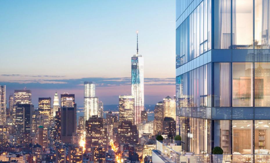 Tem o seu próprio elevador interno e uma sala de estar dramática de altura dupla, com um terraço envolvente que oferece vistas desobstruídas do horizonte.