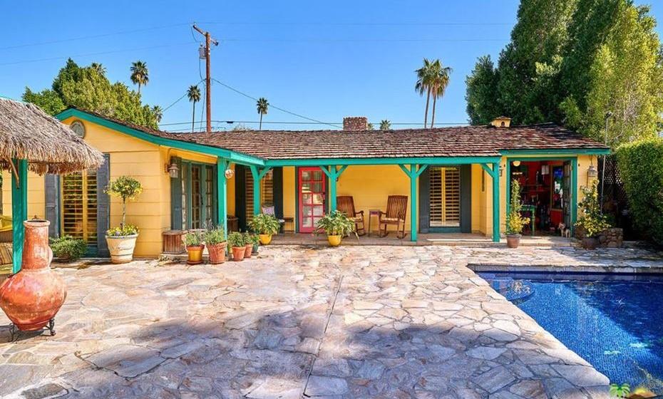 Ao estilo espanhol, são 1.664 metros quadros localizados em Palm Springs, na Califórnia, EUA.