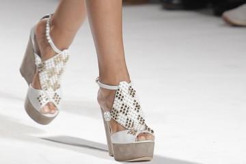 Selecionámos os modelos mais sexy das coleções de cinco grandes marcas de calçado nacional para esta primavera/verão. Veja as propostas dos criadores portugueses e perceba porque exportou Portugal, em 2016, mais de 81 milhões de pares de calçado. (Imagem: Luís Onofre)