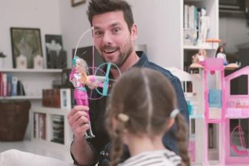 Pais que brincam com as filhas ajudam a elevar a sua autoestima