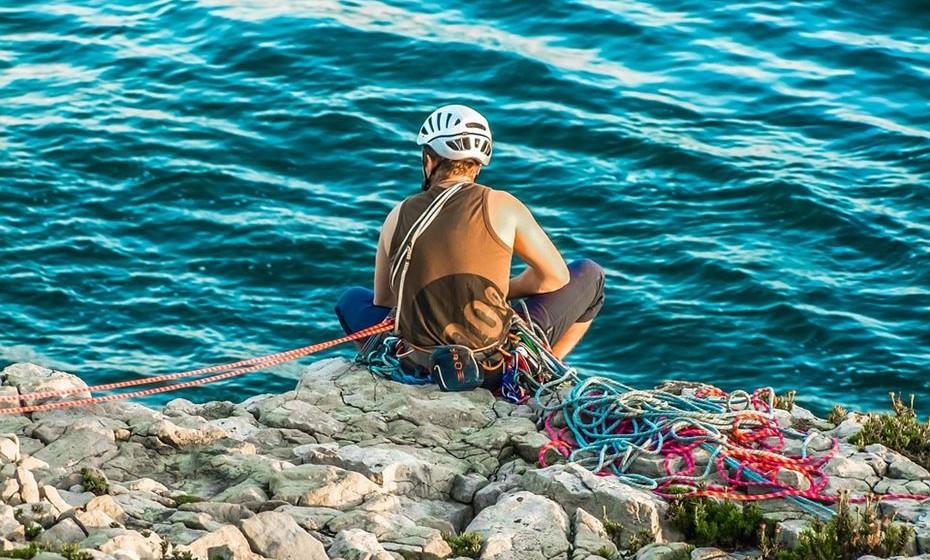 Regresse à água: Claro que ainda é muito cedo para mergulhos no mar mas, como o contacto com a água traz benefícios a muita gente, pense numa forma de estar em contacto com o mar ou rio. Esta é a altura certa para iniciar aulas de desportos aquáticos como surf, stand up paddle, kitesurf ou canoagem.