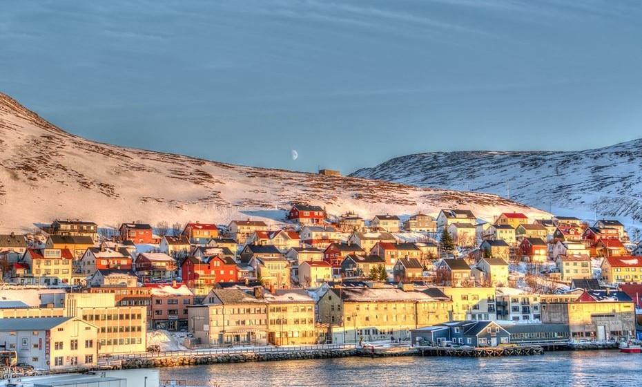 O Relatório da Felicidade Mundial de 2017 foi lançado no Dia Internacional da Felicidade, 20 março, com o último ranking dos países mais felizes do mundo. A Noruega lidera agora a lista, destronando a Dinamarca que persistia há três anos no lugar. No ranking que analisa a felicidade em 155 países, Portugal encontra-se em 89º lugar. Conheça o top 25.