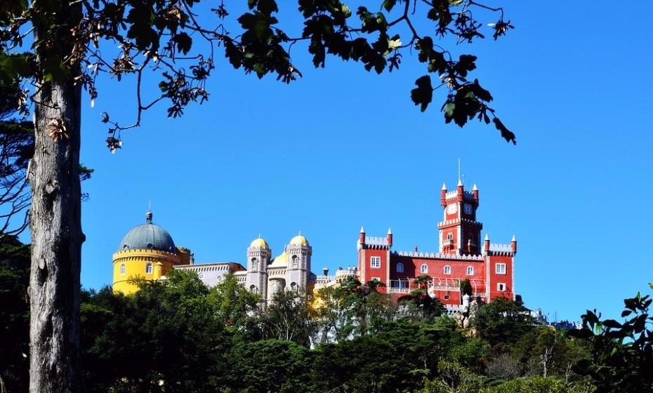 Leve a sua princesa ao Palácio da Pena, em Sintra. Informe-se primeiro da história do palácio e transmita à sua filha o imaginário do lugar.