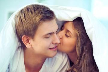 Antes do casamento, o mais comum é ouvir-se dizer: «Diz adeus à tua vida sexual»! Mas será que a prática frequente de relações sexuais é assim tão importante para a felicidade de um casal? As opiniões dividem-se, mas, como tudo na vida, o truque é encontrar um equilíbrio. Veja ainda formas de continuar a apimentar a vida debaixo dos lençóis numa relação mais longa.