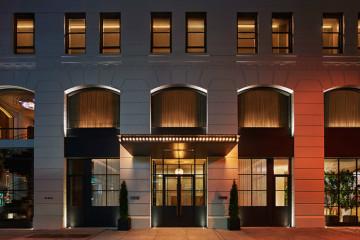 O grande vencedor da 'hot list' das 75 melhores aberturas de hotéis no mundo ganha ainda numa outra vertente: a solidariedade. Quem reservar neste hotel de Nova Iorque ajuda projetos para erradicar a pobreza no mundo. Assim, vale ainda mais a pena conhece-lo, certo?