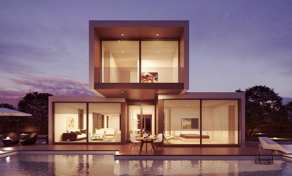 A casa do arquiteto é como o papel em branco de um escritor ou o tacho vazio de um cozinheiro. As que se seguem representam uma amostra de experiências únicas que desafiam conceitos e ideias. Veja as imagens.