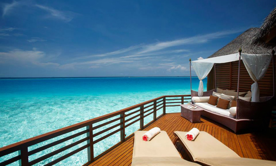 14. Baros Maldives, Maldivas – Um hotel perfeito para uma viagem romântica. O cenário do hotel é subtil, sem demasiados apetrechos, e a comida é soberba.