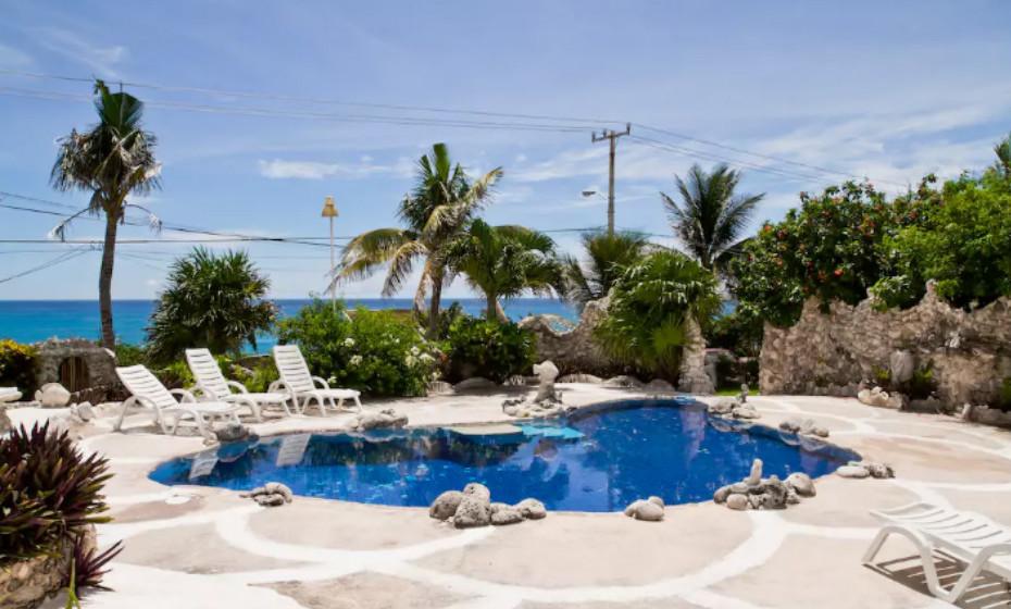 Tem uma piscina privada, duas camas tamanho king-size e wi-fi. É preciso mais alguma coisa?