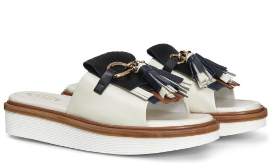 Para um dia mais solarengo e quente, este tipo de calçado é uma ótima escolha. Estas são da Tod's, 520€.