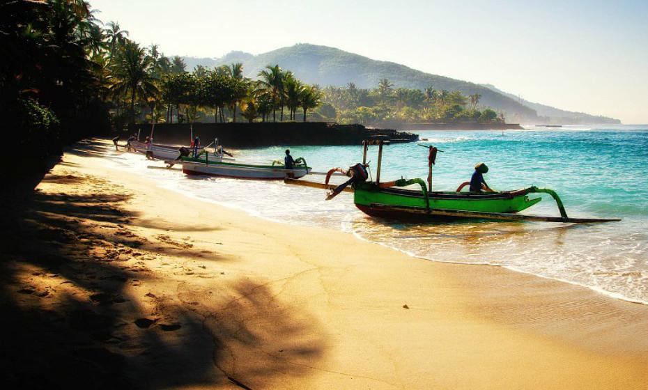 Vão uma semana de férias para Bali ou para um sítio igualmente paradisíaco. Façam férias para relaxar, sem o stress da cidade.