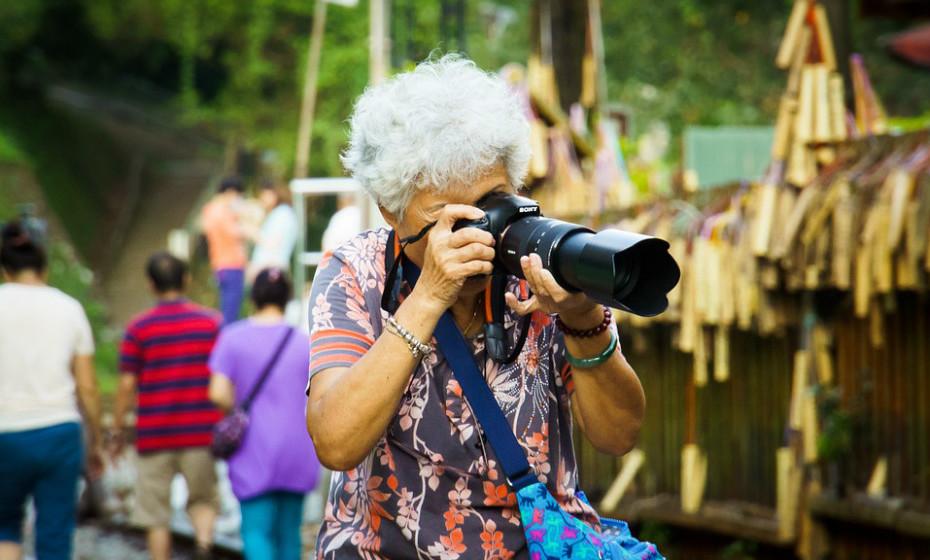 Pessoas com 65 ou mais anos devem fazer, no mínimo, 150 minutos de atividade física de intensidade moderada ao longo da semana, ou pelo menos 75 minutos de atividade física de intensidade vigorosa ao longo da semana, ou uma combinação equivalente de atividade de intensidade moderada e intensa.