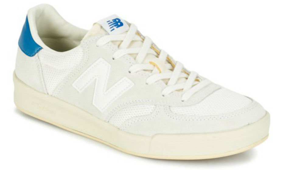 Para um look mais descontraído nada melhor do que um bom par de sapatilhas numa cor mais clara. Estas são da New Balance, 92€.