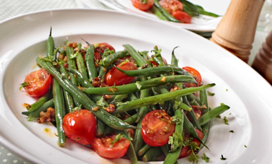 Os pré-bióticos também são essenciais para quem sofre problemas de digestão. Estão naturalmente presentes em vegetais como alho-francês, alcachofras, tomate e alho.