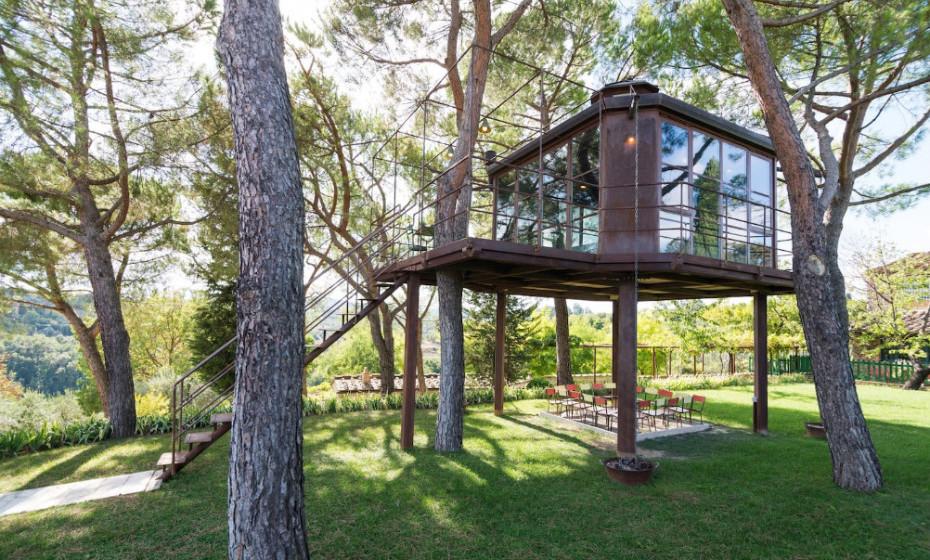 Esta casa na árvore ou casa 'Barthel', como foi batizada, fica na Toscania, em Itália.