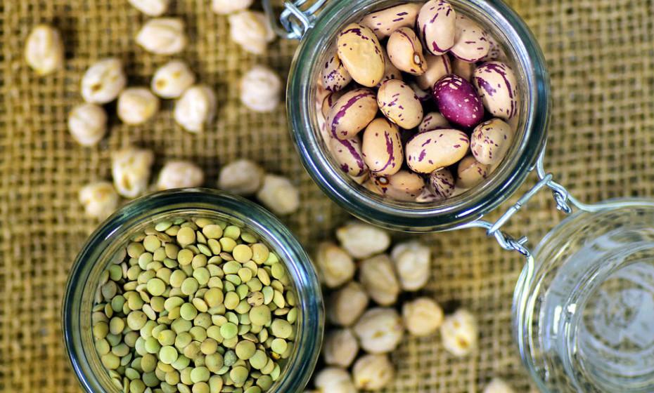 A ingestão inadequada de proteínas pode estar a contribuir para a sensação de fadiga. Este nutriente aumenta a taxa metabólica mais do que os hidratos de carbono ou lípidos. Além de ajudar a perder peso, a proteína também pode ajudar a evitar o cansaço.