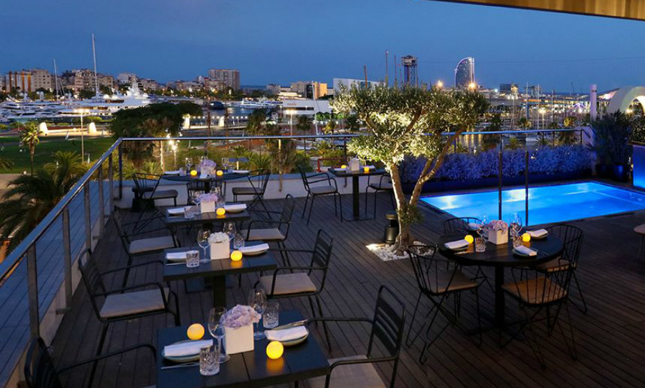 7. Hotel The Serras, Barcelona, Espanha – Em família, em casal ou com amigos… estes hotel é uma ótima escolha independentemente da companhia. Os quartos são grandes e o terraço é um espaço excelente para desfrutar de um bom vinho e relaxar.