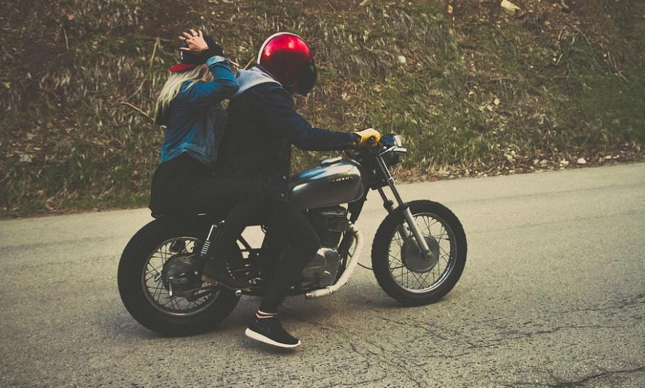 Saiam sem destino, seja de moto, carro, autocaravana, comboio, avião... Partam juntos à aventura. Tudo pode correr bem... ou mal. Mas, sem dúvida, será inesquecível e especial para sempre.