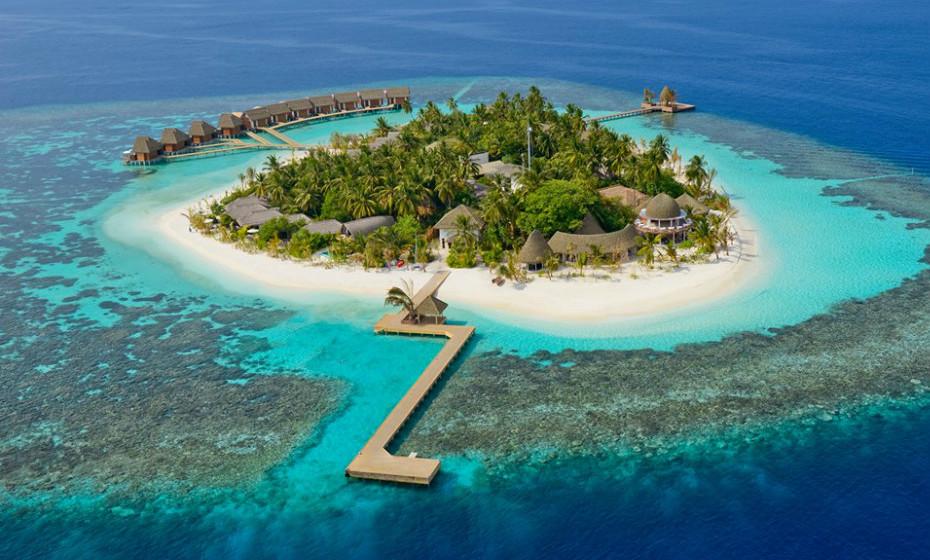 8. Kandolhu Maldives, Maldivas – Não sabe onde passar a lua-de-mel? Este é o lugar perfeito para ficarem alojados. Os bungalows têm imenso espaço e um acesso facílimo ao oceano.
