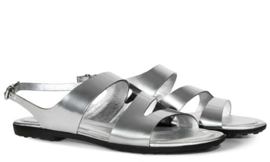 As sandálias ideais para os dias quentes em que se quer andar o máximo confortável possível, mas sem perder o estilo. Sandálias daTod's, 405€.