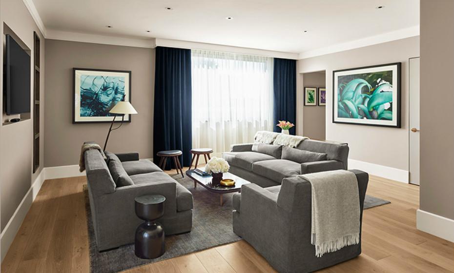 As surpresas das suites de luxo ainda não acabaram. Também tem direito a uma sala de estar...