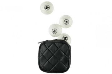 Jogar ténis pode ser um luxo se utilizar o material próprio para modalidade que a Chanel acaba de lançar.