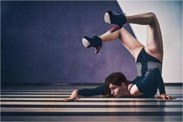 Está a imaginar-se a ter um cabrito a passar por cima, rir sem parar numa aula de yoga ou ir para o ginásio para... dormir? Conheça algumas das novas tendências no mundo do fitness e diga-nos qual atividade (estranha) gostaria de experimentar para se manter em forma.