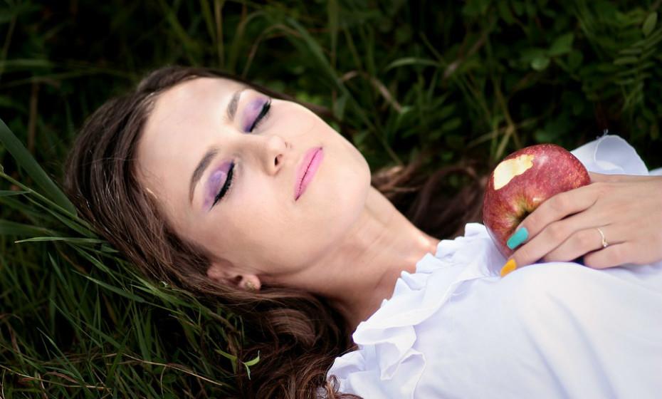 Não vai dormir sem matar aquele desejo súbito de algo doce ou salgado? Saiba quais os snacks noturnos certos para que não perca o sono.