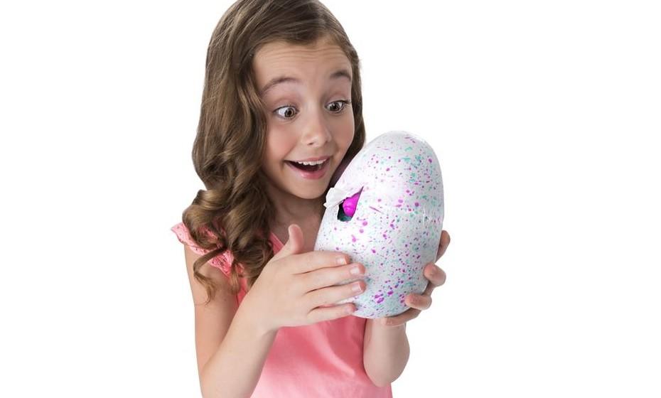 Os Hatchimals são o mais recente sucesso dos brinquedos em todo mundo e chegam agora a Portugal. São pequenas criaturas mágicas que vivem dentro de ovos, até que nascem com a ajuda do toque e interação com os seus pequenos donos. São a 'Inovação do Ano' dos prémios 'Brinquedos do Ano' dos EUA.