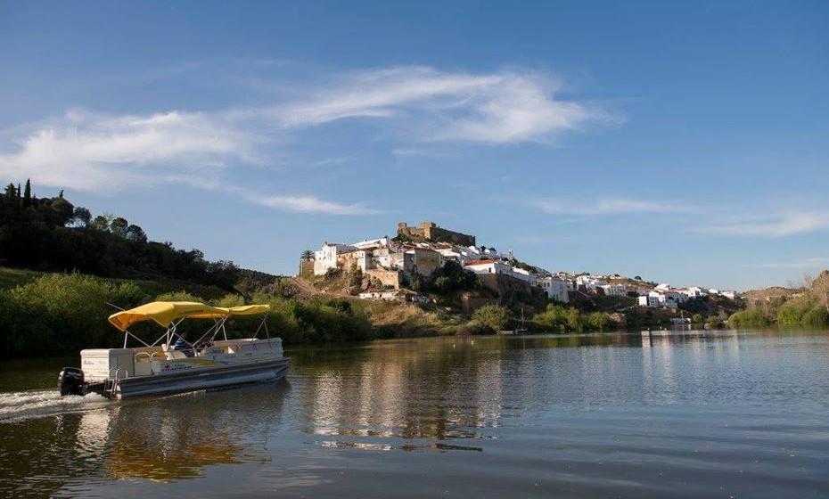 Passeio de barco – existem itinerários entre Mértola e a aldeia ribeirinha do Pomarão, passeios na frente ribeirinha de Mértola e percursos entre Mértola e Vila Real de Stº António.