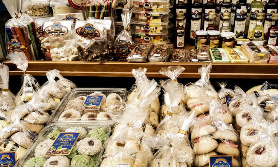 Ao contrário dos alimentos processados que são baixos em micronutrientes e podem aumentar o risco de problemas de saúde, os alimentos reais são ricos em vitaminas e minerais e benéficos para a saúde. Sente-se mais cheia após as refeições de uma dieta com alto teor de micronutrientes, embora esteja a comer menos calorias do que com a dieta baixa em micronutrientes.