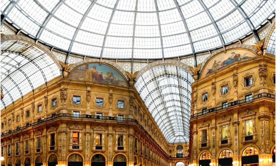 A Galleria Vittorio Emanuele II fica em Milão, em Itália, bem no centro do turismo e das carteiras com maior posse de compra. A Galleria tornou-se famosa pelo seu tamanho grandioso e pela sua estética. É considerado um dos locais de compras de luxo milaneses, juntamente com a Via Montenapoleone e Via della Spiga.