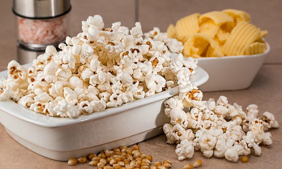 As pipocas são saudáveis. São ricas em antioxidantes e baixas em calorias, MAS normalmente são consumidas no cinema, onde são envolvidas em óleo e quantidades excessivas de açúcar.