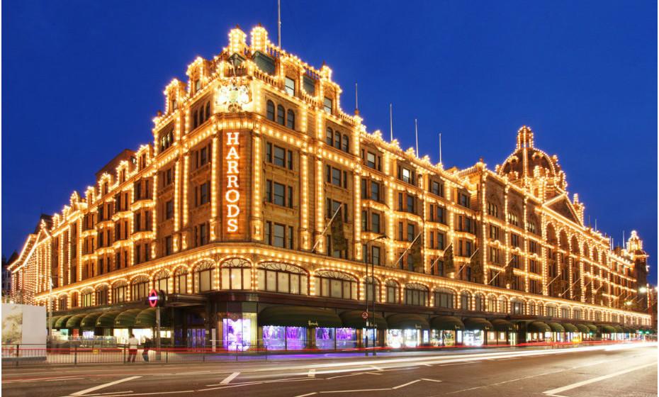 Harrods é uma rede de lojas de luxo localizada em Brompton Road, em Knightsbridge, no Royal Borough de Kensington e Chelsea, em Londres. A loja ocupa um total de 20.000 m2 e tem mais de um milhão de metros quadrados de espaço de venda em mais de 330 departamentos, tornando-a a maior loja de departamentos da Europa.