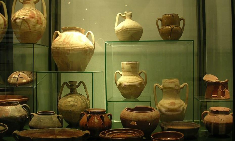 Museu de Mértola - Criado pela Câmara Municipal de Mértola em 2004, é composto por vários núcleos dispersos geograficamente, na sua maioria localizados no centro histórico da vila. O Núcleo Islâmico (na imagem) abriga, nos seus dois pisos, a mais importante coleção de arte islâmica do nosso país.