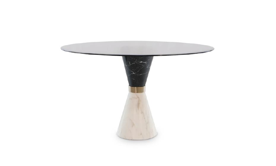A mesa de jantar é local de reunião familiar para obter um look eclético deve complementar a decoração da mesa com uma bonita carpete de pele.
