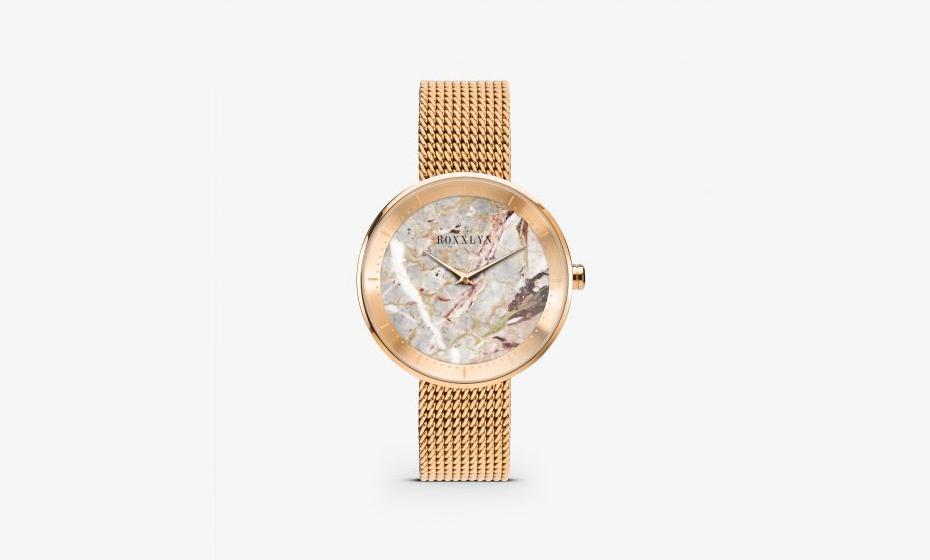 Relógio com mostrador em mármore