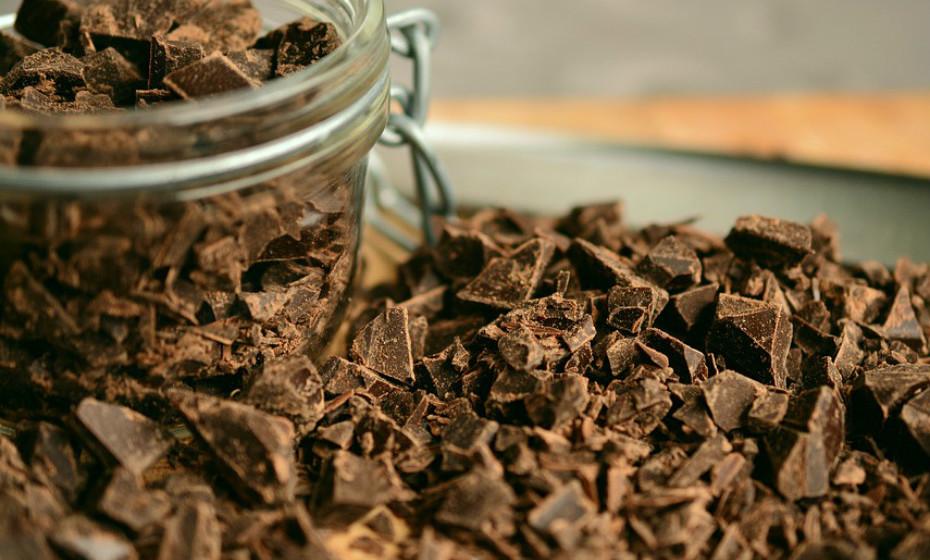 As flavonoides presentes no chocolate negro podem ajudar a proteger o cérebro. Vários estudos sugerem que o consumo deste tipo de chocolate aumenta a memória e melhora o humor.