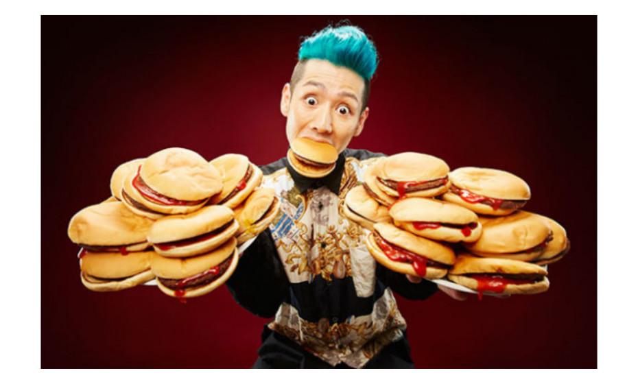 A maior porção de hamburgueres comidos em 3 minutos é de 12. O recorde pertence ao japonês Takeru Kobayashi, que o alcançou em Milão, Itália, a 11 de julho de 2014.