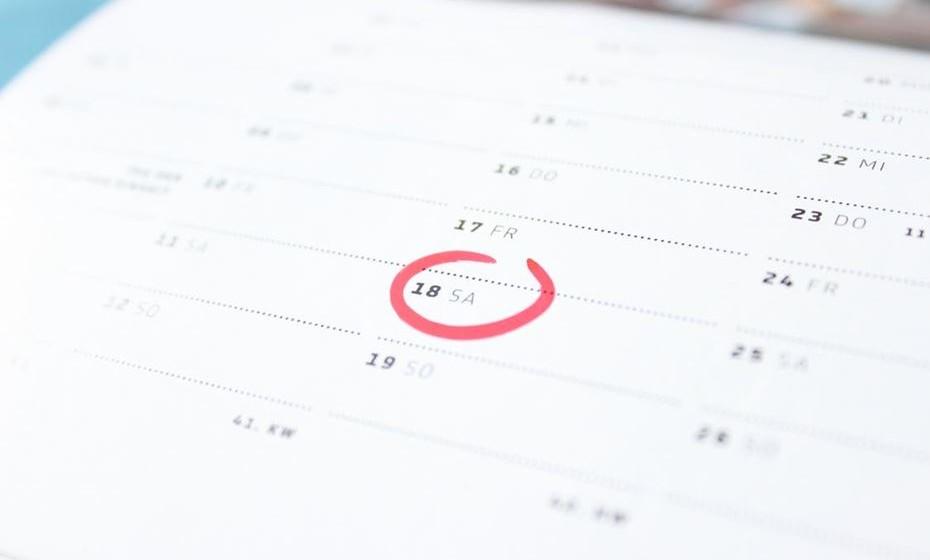 Sexo por marcação: A ideia parece pouco romântica mas pode ser muito útil. Nas fases em que o trabalho ocupa quase todo o tempo, marquem um dia na agenda para estarem juntos. Nesse momento, desliguem os telefones e esqueçam o trabalho.