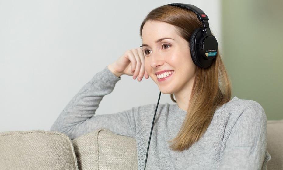 As novas tecnologias também permitem fazer surpresas originais. Por exemplo, acrescente na lista de músicas dela uma mensagem de voz com o seu pedido.