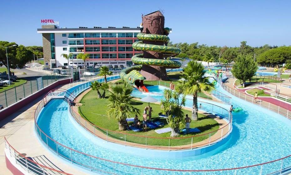 A trivago acaba de divulgar a lista dos melhores hotéis internacionais com o seu próprio parque aquático, que prometem dar outra vida às férias dos mais graúdos e fazer as delícias dos mais novos. Um deles é no Algarve. Na imagem, o Aquashow Park, em Quarteira.