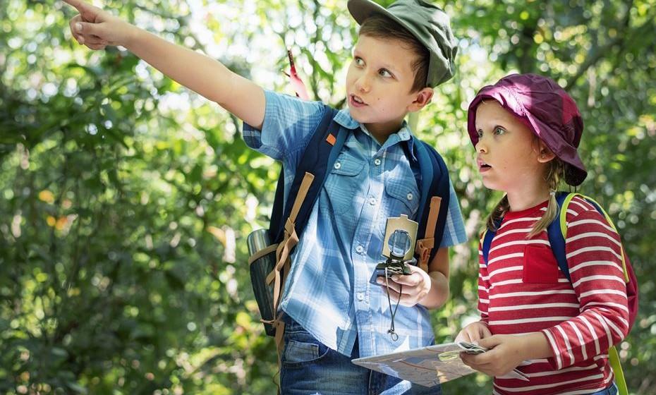 Diversão pelas redondezas: Programe uma caça ao tesouro ou uma sessão de geocaching pelas redondezas com os mais pequenos.