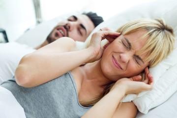 """O autor do livro """"The Sleep Doctor's Diet Plan"""" (A Dieta do Doutor do Sono), Michael Breus, responde a algumas questões sobre problemas entre o casal na hora de dormir."""