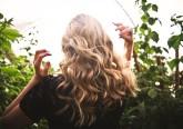 Bastam alguns cuidados para poder usufruir do verão e continuar com um cabelo sedoso. É só seguir as dicas de Julia Papworth, cabeleireira de estrelas de Hollywood, entre as quais Cameron Diaz.