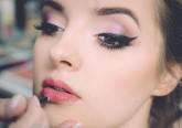 Mulheres usam maquilhagem sobretudo para disfarçar cansaço, revela estudo