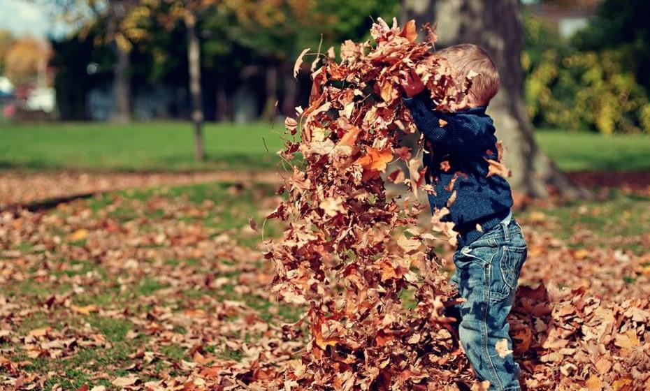 O contacto com diversos micróbios não é necessariamente mau. Deixar as crianças brincarem na rua e sujarem-se pode ser benéfico para a saúde. Por isso, descontraia e veja o que dizem os especialistas sobre o assunto.