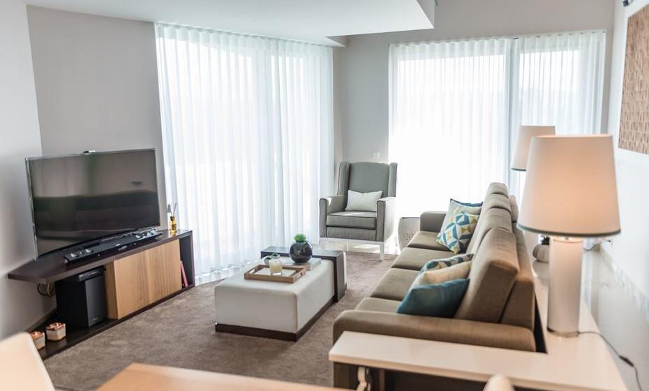 A utilização de carpetes de pelo baixo juntamente com outros tecidos laváveis torna a casa de fácil manutenção.