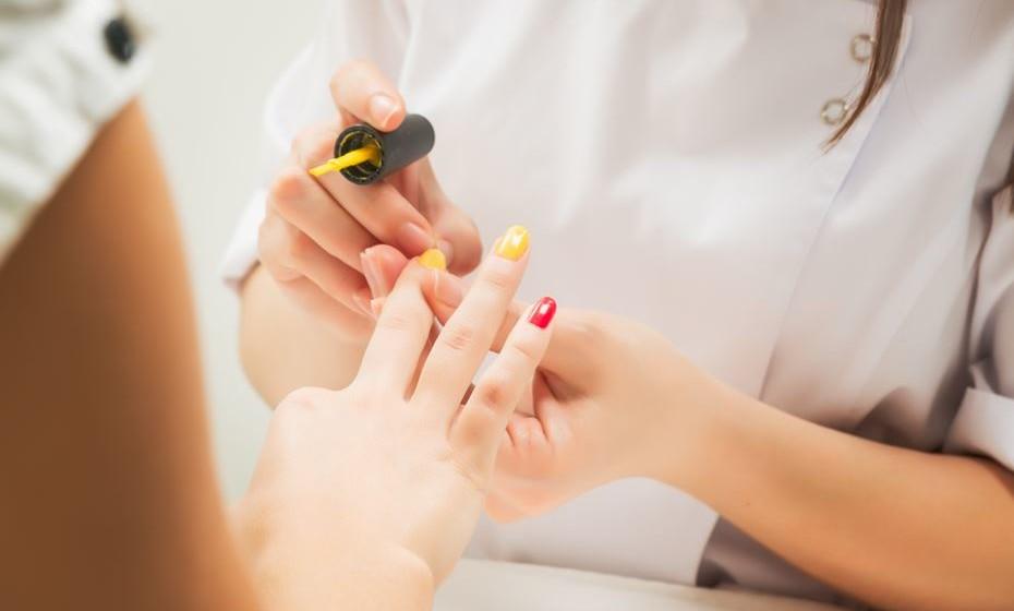 Devem sempre ser seguidas as recomendações do fabricante das lâmpadas usadas na nail art.