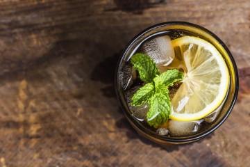 Quem não gosta de saborear um refrigerante bem fresco numa tarde quente? O problema está no quão prejudicial pode ser para a saúde. O consumo frequente de refrigerantes não é saudável e nós explicamos-lhe as várias razões.